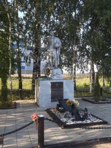 Братская могила на шоссе у д. Парамоново