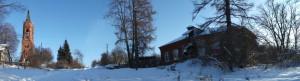 Панорама церковного комплекса в Языкове. Справа - кирпичное здание церковно-приходской школы.