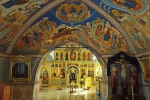 Современный интерьер Успенского храма.
